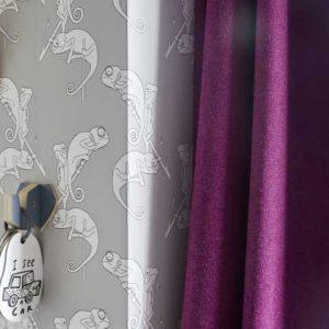 Фиолетовые шторы в интерьере: ТОП-100 фото оригинального дизайна и красивого сочетания